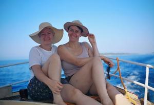 Bianca Gabbey und Barbara Jascht in Montenegro